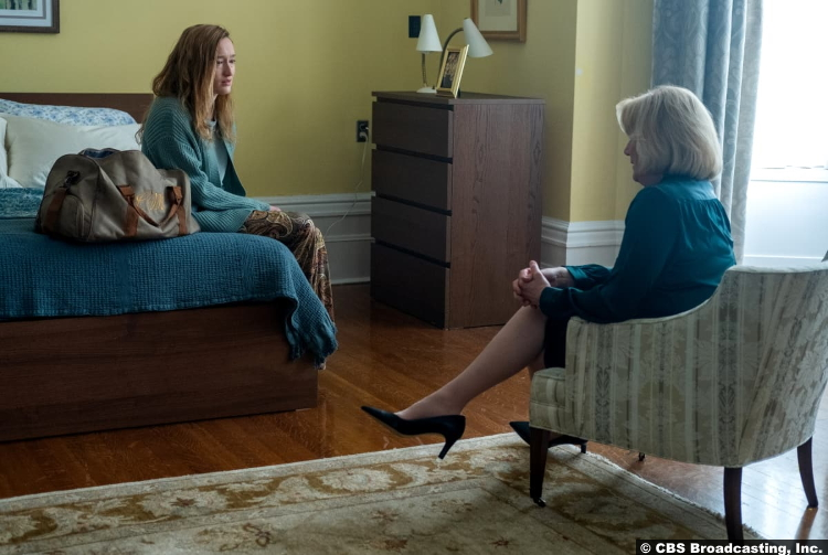 Clarice S01e12: Marnee Carpenter and Jayne Atkinson as Catherine and Ruth Martin