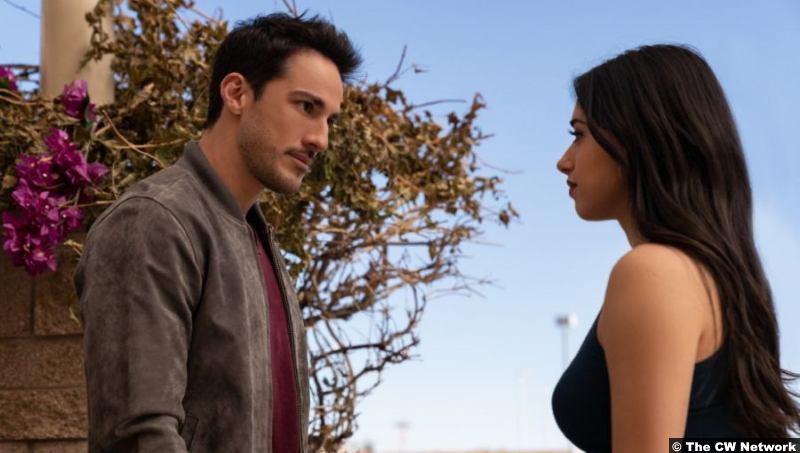 Roswell, New Mexico S03e01: Michael Trevino and Jeanine Mason as Kyle Valenti and Liz Ortecho