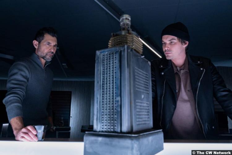Roswell, New Mexico S03e03: David DeSantos and Tyler Blackburn as Eduardo Ramos and Alex Manes