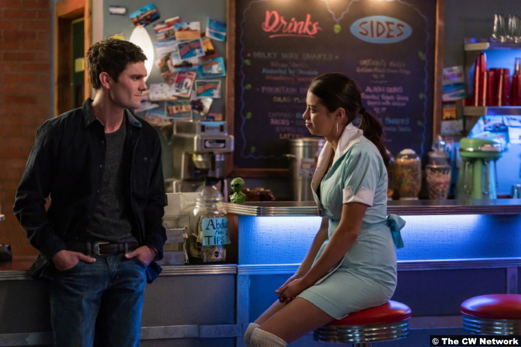 Roswell, New Mexico S03e04: Dylan McTee and Amber Midthunder as Wyatt Long and Rosa