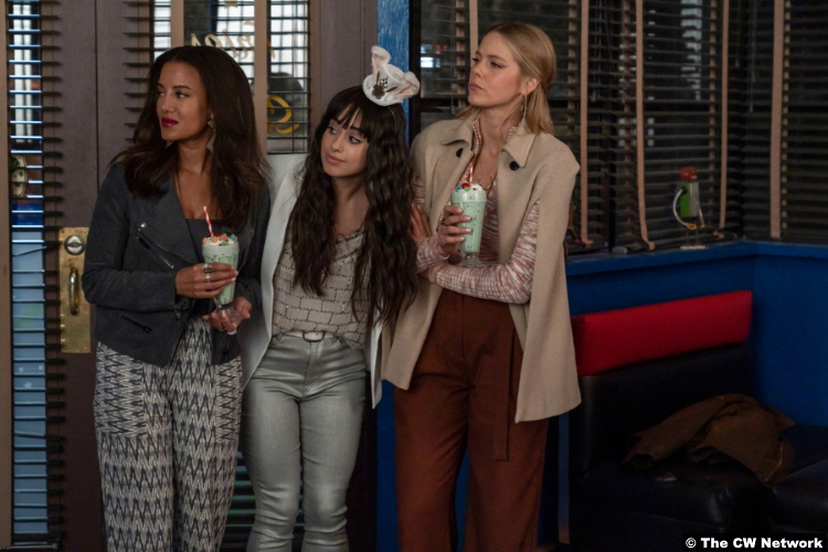 Roswell, New Mexico S03e04: Heather Hemmens, Jeanine Mason and Lily Cowles as Maria DeLuca Liz Ortecho Isobel Evans-Bracken