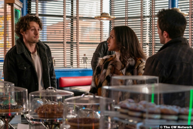 Roswell, New Mexico S03e05: Michael Vlamis, Heather Hemmens and Michael Trevino as Michael Guerin, Maria DeLuca and Kyle Valenti