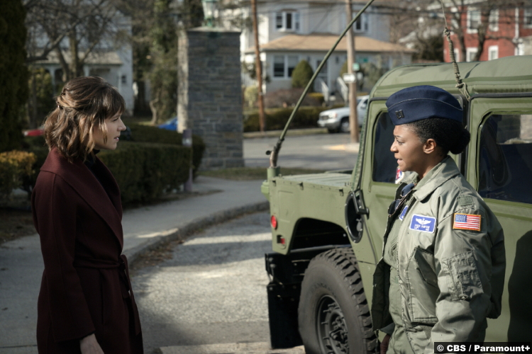 Evil S02e09: Katja Herbers and April Matthis as Kristen Bouchard and Captain Cassie Sampson