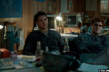 Riverdale S05e14: Casey Cott and K.J. Apa as Kevin Keller and Archie Andrews