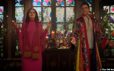 Riverdale S05e16: Madelaine Petsch and Casey Cott as Cheryl Blossom and Kevin Keller