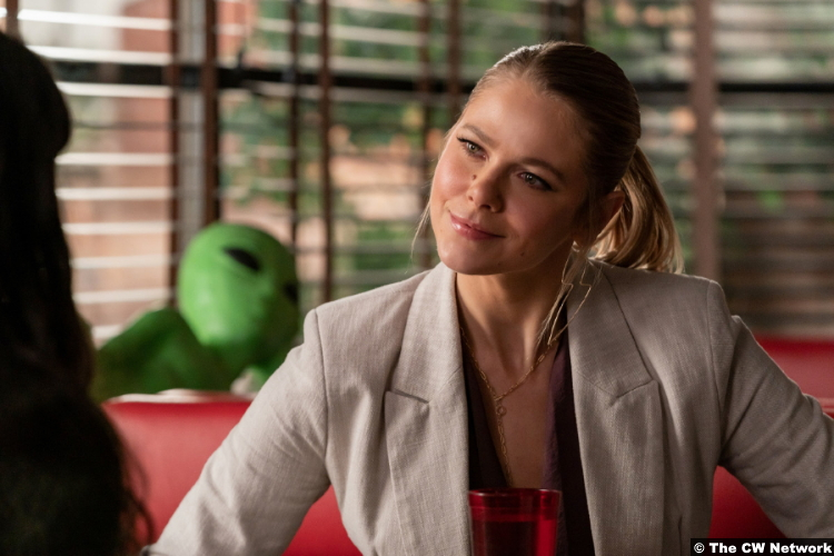 Roswell, New Mexico S03e07: Lily Cowles as Isobel Evans