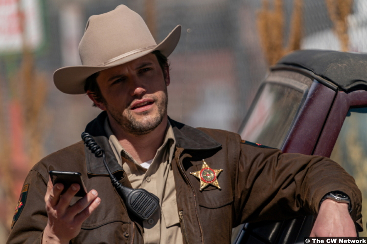 Roswell, New Mexico S03e09: Nathan Parsons as Max Evans