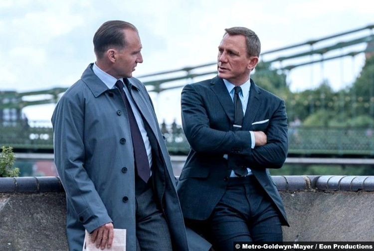 No Time to Die: Ralph Fiennes and Daniel Craig as M and James Bond