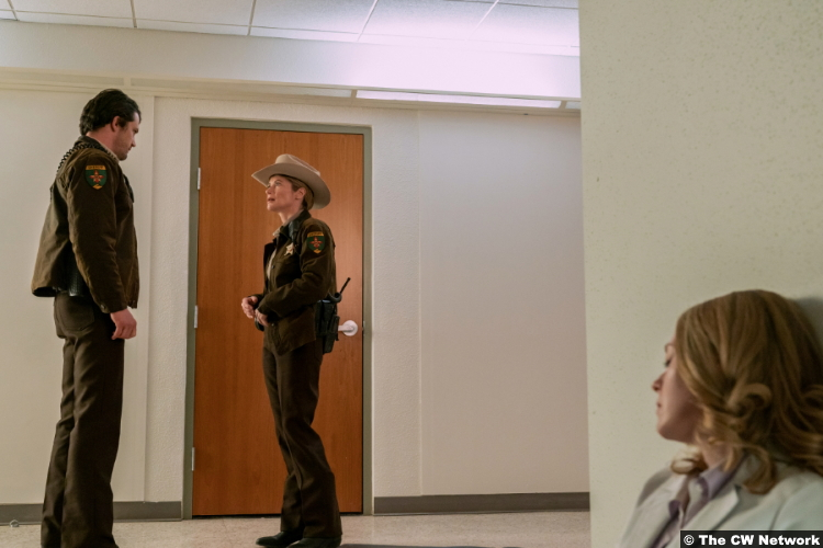 Roswell, New Mexico S03e10: Nathan Parsons, Gillian Vigman and Natalie Jane Shields as Max Evans and Brooke Taylor