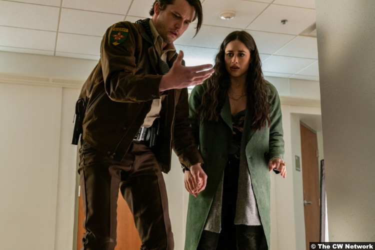 Roswell, New Mexico S03e10: Nathan Parsons and Jeanine Mason as Max Evans and Liz Ortecho