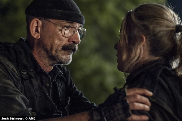 The Walking Dead S11e08: Ritchie Coster and Lynn Collins as Pope and Leah